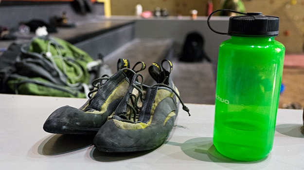 2015-04-17-climbing-shoes-and-bottle-004