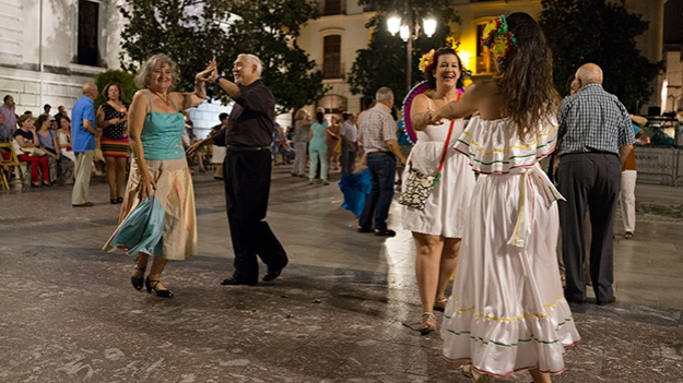 2015-07-18-dancers-at-the-plaza-120