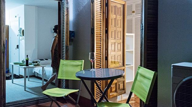 2015-07-20-green-balcony-chairs-195