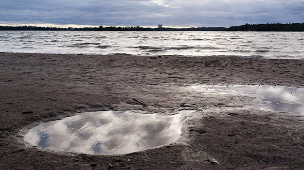 2015-08-01-puddle-on-the-beach-065