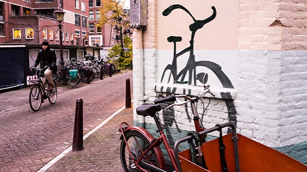 2016-11-08-corner-with-bicycles-025